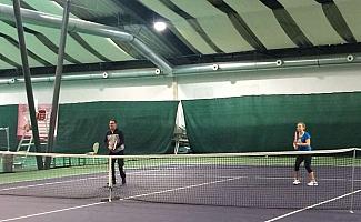 Zvoľte si iClinic a získajte tenisovú raketu Kristíny Kučovej